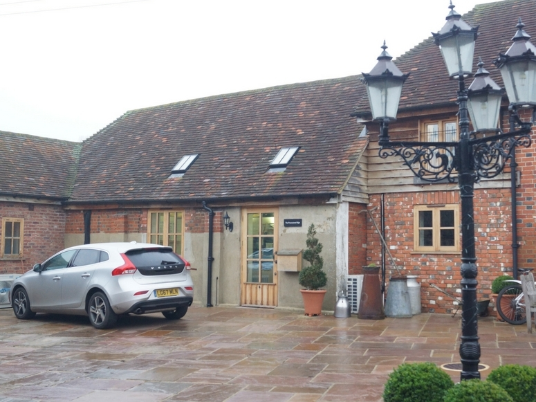 The Old Barn, Frosbury Farm, Gravetts Lane, Guildford GU3 3JW